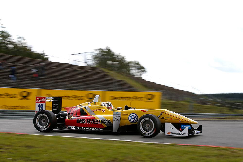 2014-FIA-F3-09-Suer-5348.jpg