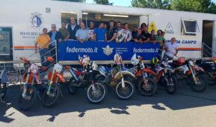 il-gruppo-dei-partecipanti-al-corso-dei-motociclisti-volontari