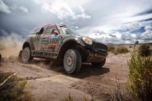 MINI al 2015 DAKAR Rally: Nasser Al-Attiyah difende la sua posizione nella classifica generale